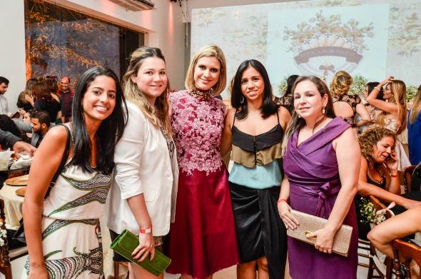 Renata e amigas de várias partes do país que vieram prestigiar a festa. Créditos: Elton Camilo/Divulgação