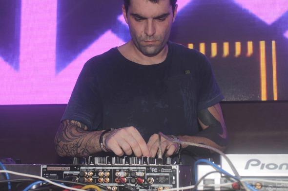 O DJ Gabe foi a grande atração da noite Créditos: Vinicius Ramos/Vagalume Comunicação
