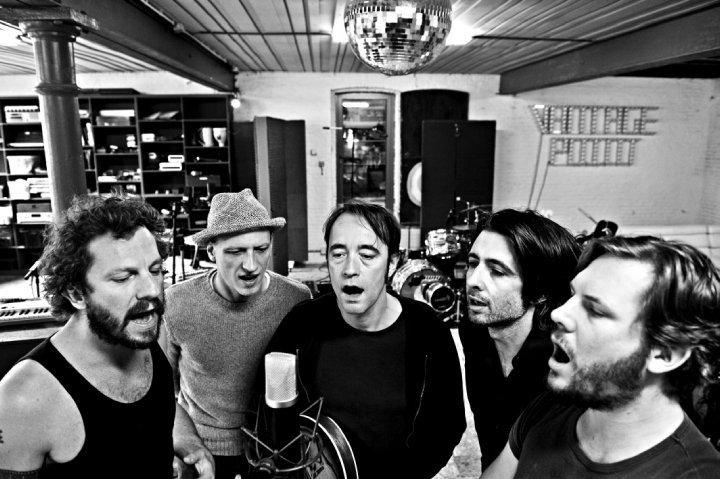 Da Bélgica, a banda dEUS está confirmada para se apresentar, no dia 24 de abril, no Abril Pro Rock. Crédito: Reprodução/Facebook