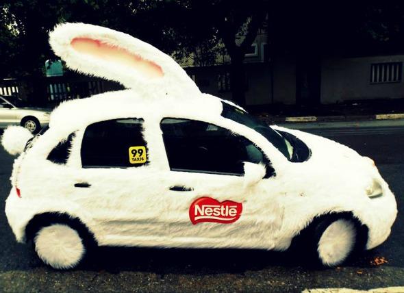 Um táxi coelho está circulando pelas ruas do Recife. Créditos: Reprodução facebook 99 taxi