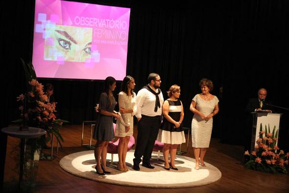 Ana Karla Gomes ao lado da equipe do site Observatório Feminino. Crédito: Nando Chiappetta/DP/D.A Press