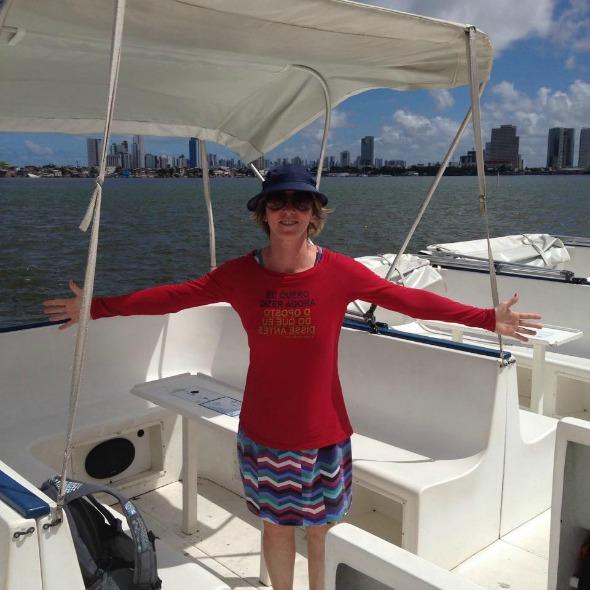 Deborah Colker no passeio de catamaran. Créditos: Divulgação
