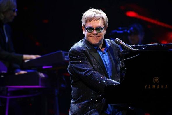 Elton John. Crédito: Reprodução Facebook