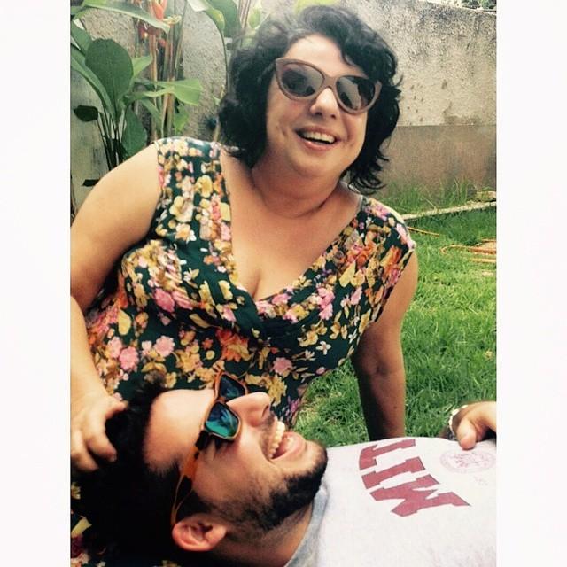 Mariza e seu filho Caio. Crédito: Reprodução/Twitter