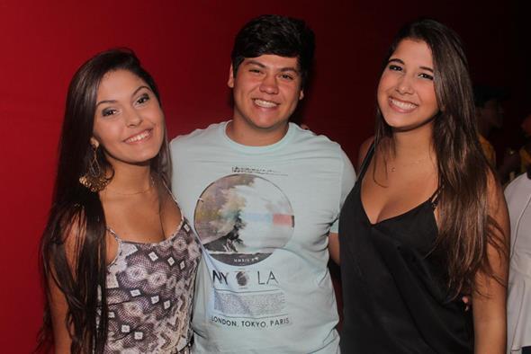 Maria Fernanda Falcão, Djailton Pires e Rebeca Falcão. Crédito: Vinícius Ramos