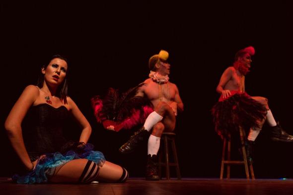 """Cena da peça """"Alice Underground"""". Crédito: Thiago Ferreira"""