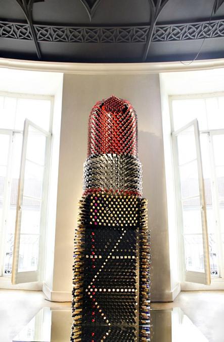 Escultura feita com mais de cinco mil batons usados - Crédito: Divulgação/wepick.com.br