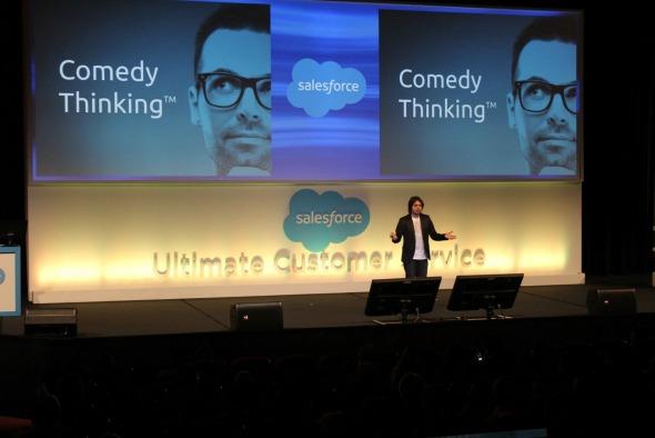 """Murilo Gun palestrando sobre o """"Comedy Thinking"""". Crédito: Divulgação"""