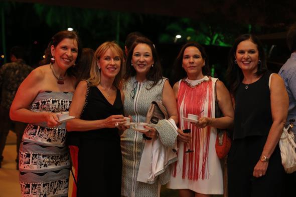 Renata Carvalho, Roselie Fritzen, Patricia Petribu, Paula Guerra e Mary Bereinstein. Crédito: Ricardo Nascimento