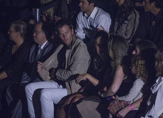 Tom Brady assistiu a despedida de Gisele das passarelas na fila A da Colcci  - Crédito: Eduardo Saraiva/Divulgação