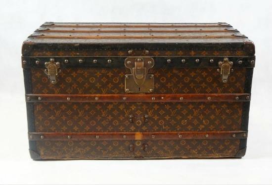 """Baú """"Steamer Trunk"""", da Louis Vuitton. O lance inicial da peça é de R$ 12.500. Crédito: Reprodução/SuperBid"""