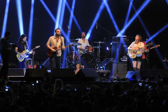 Os integrantes da Banda do Mar foram extremamente pontuais e subiram no  palco às 23h. Créditos: Luiz Fabiano/ Comunnik