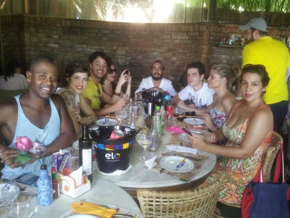 Mel Lisboa e elenco almoçaram no Beijupirá de Olinda. Crédito: Freedom Cavalcanti / Divulgação