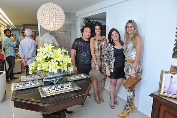 Sandro Santos, Roberta Santiago, Alice Carapeba e Mônica Santiago. Crédito: Lacerda Estúdio
