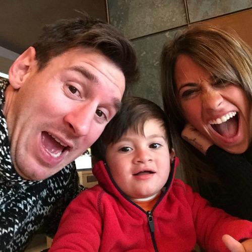 O casal e o filho Thiago, de 3 anos. Crédito: Reprodução Instagram