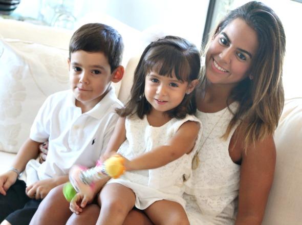 Manuela Tenório com os filhos Henrique e Maria  - Crédito: Tatiana Sotero/DP/D.A Press