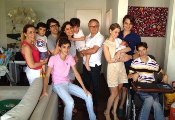 Uma das maiores felicidades de Germana é reunir toda a família. Nesta foto estão filhos, noras, marido e netos.  Crédito: Acervo Pessoal