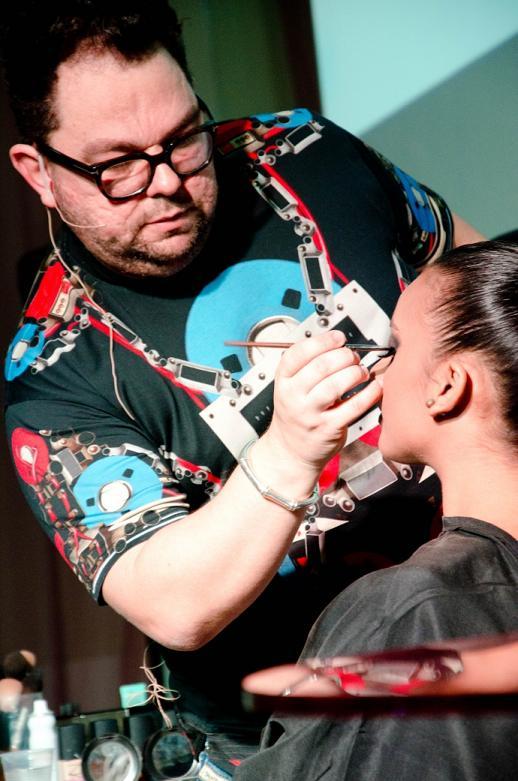 Jr Mendes vai ministrar curso no Recife sobre maquiagem - Crédito: Closet da Rê/Divulgação