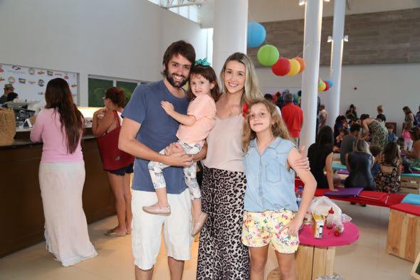 Jorge Peixoto, Bruna Monteiro, Isadora e Sophia. Crédito: Guilherme Paiva / Divulgação