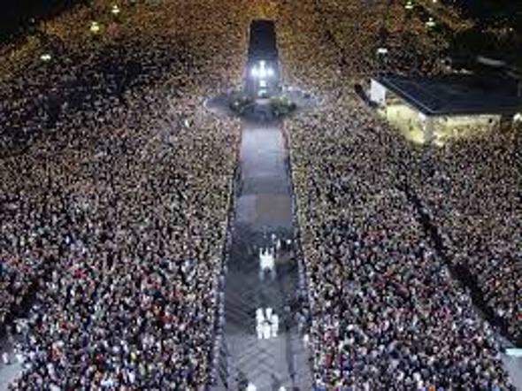 A multidão em Fátima