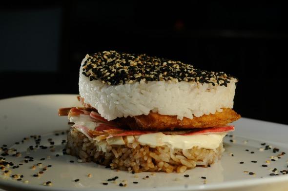 Sushi Burguer da Hamburgueria Vintage - Crédito:  Bernardo Dantas/ Esp. Aqui PE/ D.A Press