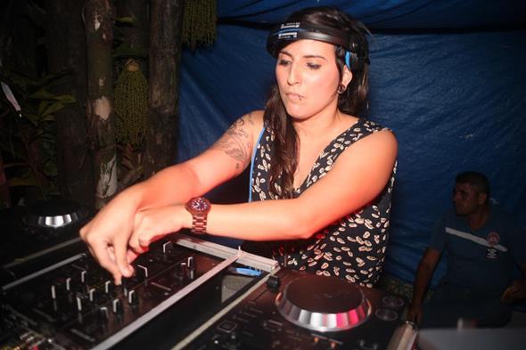 DJ Fernanda S. Crédito: Vinicius Ramos