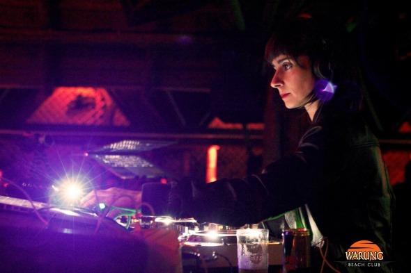 A DJ Aninha é residente do club desde 2005 e se apresenta nesta sexta Créditos: Divulgação/ Warung Club