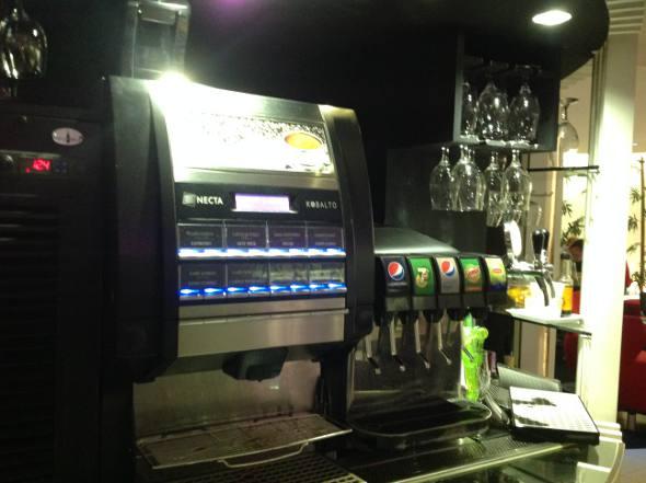 Cafés, chocolate quente e refrigerantes
