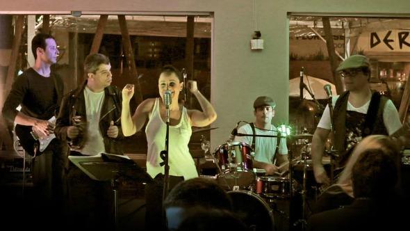 Bianca Vieira e o Café Trio. Crédito: Divulgação