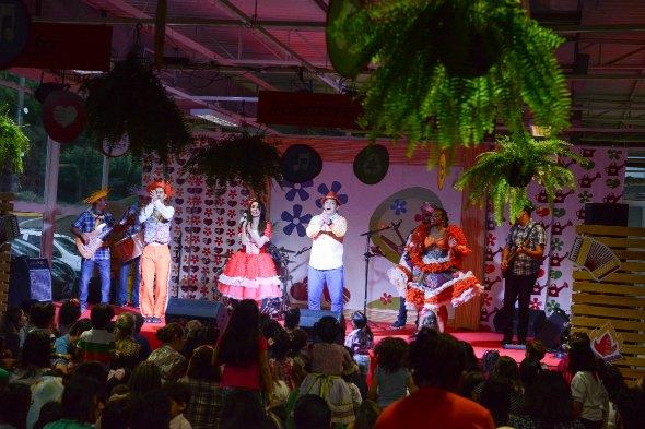 Tio Bruninho comanda show no ritmo junino. Crédito: Thiago Medeiros / Divulgação