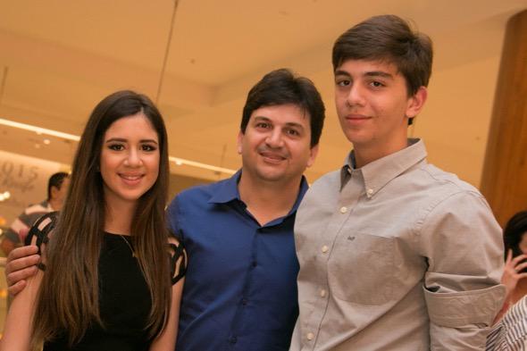 Marcela, Doriva Medeiros e Matteus - Crédito: Tatiana Sotero/DP/D.A Press