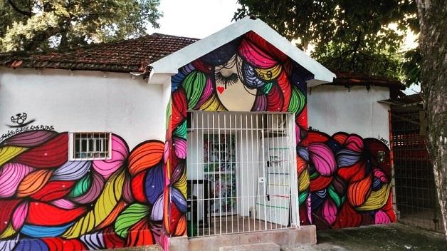A fachada da empresa de comunicação Pop Me Up é o maior trabalho de Flávio.  Créditos: Reprodução Instagram