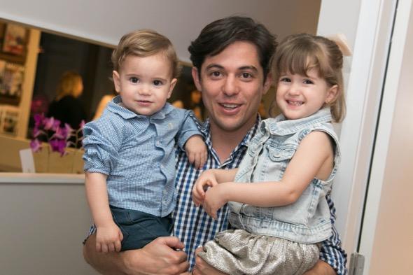 Márcio Nejaim com os filhos - Crédito: Tatiana Sotero/DP/D.A Press