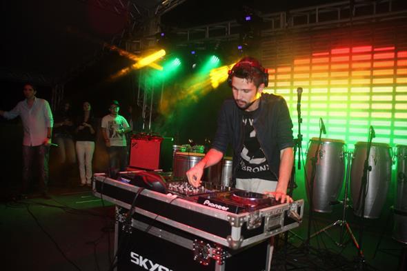 DJ Fábio Andrade animou a turminha  Créditos: VInicius Ramos