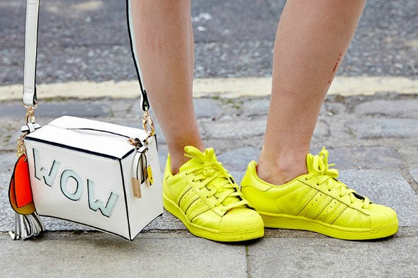 O tênis amarelo é o mais disputado pelas fashionistas - Crédito: Divulgação/pagesbymegan.com