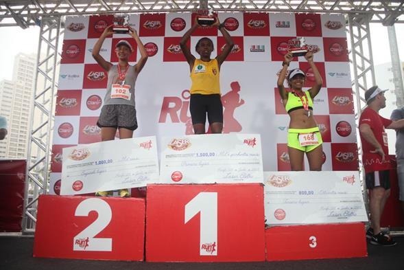 As três primeiras colocadas na categoria 10km. Crédito: Vinícius Ramos