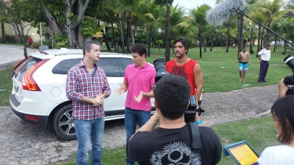 Rodrigo Faro veio ao Recife entrevistar Victor & Leo - Crédito: Rede Record/Divulgação