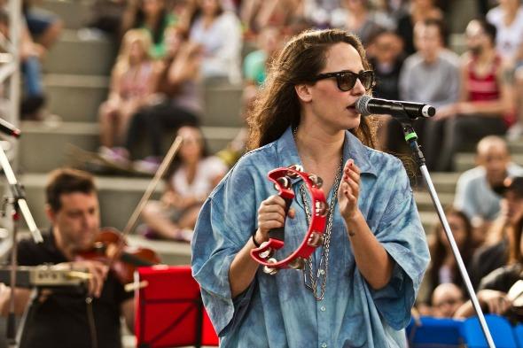 Tiê apresenta turnê de seu novo disco Créditos: Reprodução Facebook Oficial da cantora