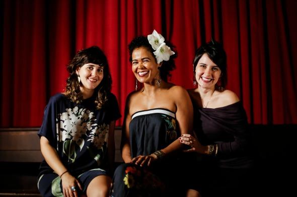 Amanda Braga, Kátia Betmann e Juliane Miranda. Crédito: Andrea Rêgo Barros / Divulgação