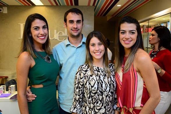 Rafaela Lucena, Antonio Alves, Izabel Coimbra e Manuela Souza. Crédito: Gabriel Pontual/Divulgação