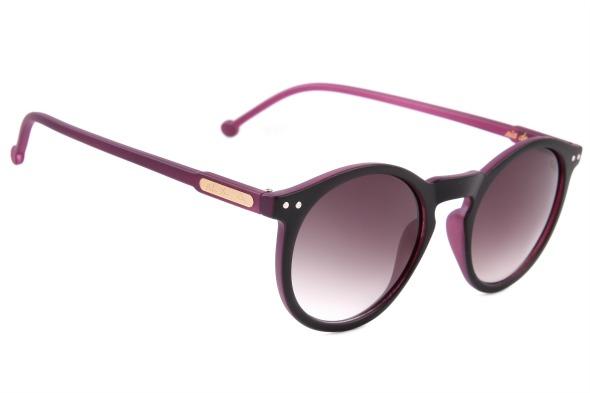 cd40ec735270b Modelo de óculos de sol da coleção Rita Lee para Chilli Beans - Crédito   Divulgação