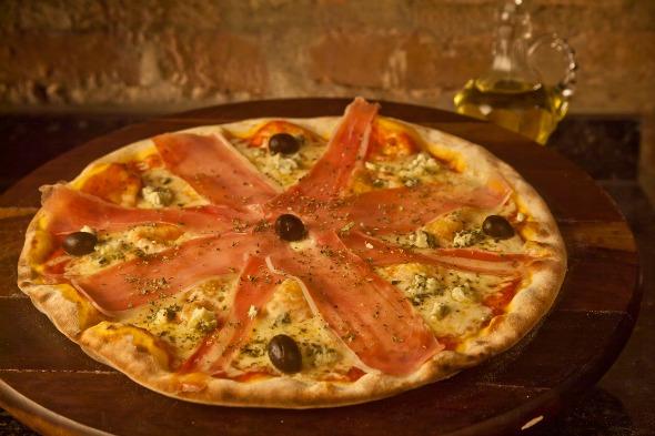 Pizza de parma com gorgonzola da Pizza da Praça. Crédito: Divulgação do restaurante