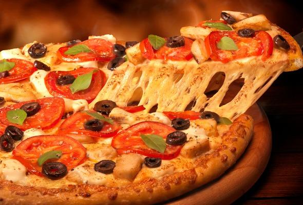 Pizza de frango grelhado da Domino's. Crédito: Handam/Divulgação