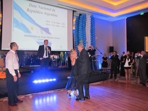 O cônsul argentino dançando tango