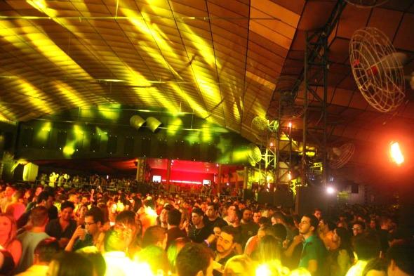A festa levou a turma jovem para o Baile Perfumado - Crédito: Vinicius Ramos/Divulgação