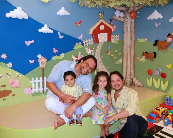 Mailton, Wilson e as crianças, Theo e Maria Thereza Crédito: Taís Machado/DP/D.A Press
