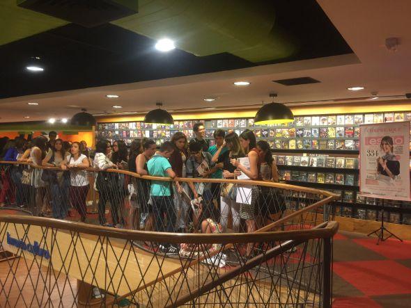 Os fãs lotaram a livraria Cultura do RioMar - Crédito: Thayse Boldrini/DP/D.A Press