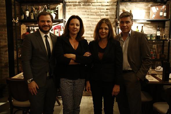 Ricardo Jaegger, Karina Guarita, Heloísa e Hervé Birnie-Scott. Crédito: Raquel Melo/Divulgação