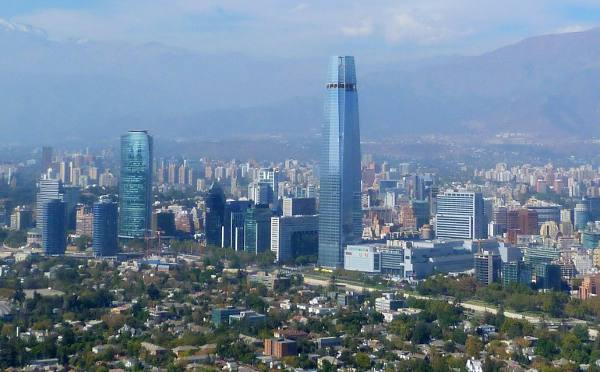 Torre Costanera pode ser vista de todas as partes de Santiago