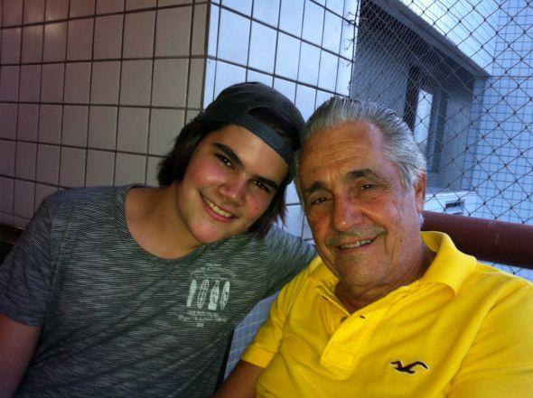Marcello e o neto Arthur, de 17 anos. Crédito: Arquivo Pessoal